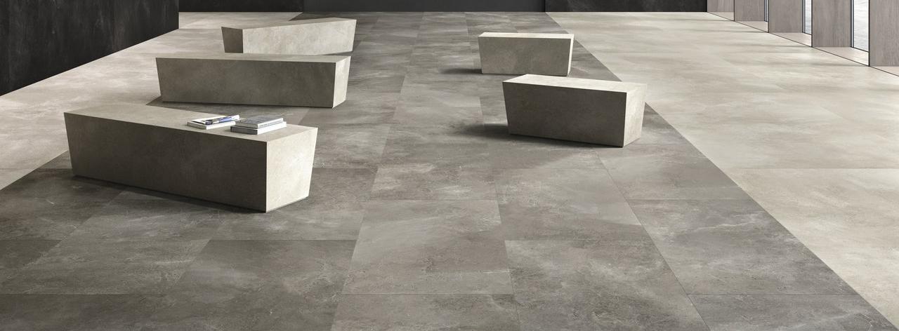 Tegels in de woonkamer: kiest u natuursteen of keramiek?